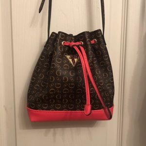 Guess bucket bag